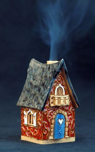 Ceramic House Incense burner R502 8cm